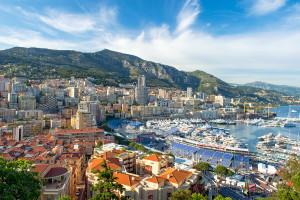 Utsikt over båthavnen i Monaco